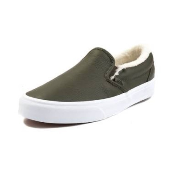 67c94c154be  NWT  Vans Leather   Fleece Slip On Shoes